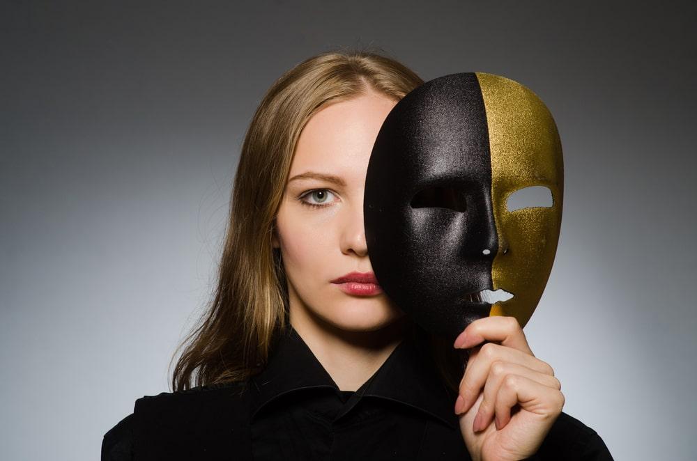 вебкам модель в маске